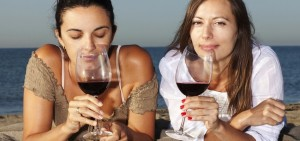 TwoWomenDrinkingRedWine-850x400-1