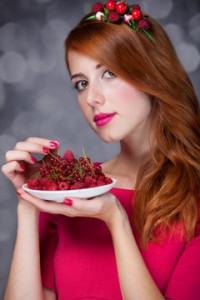 redhead-eating-berries